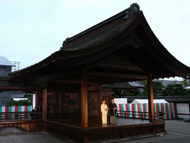 オープニングセレモニーの会場は国の重要文化財の南能舞台。司会は藤井隆とKBS京都の平野智美アナ
