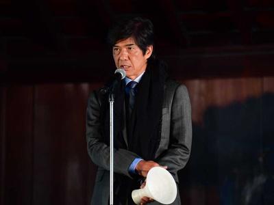 三船敏郎賞を受賞し「映画には、違う国の人間同士がお互いを知ることができる力がある」と授賞の言葉を述べる佐藤浩市