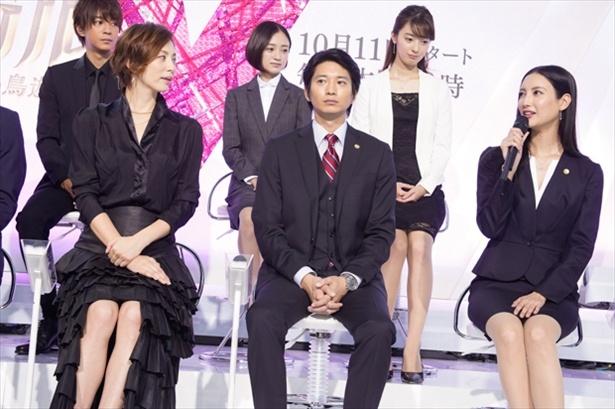 米倉VS菜々緒の美脚対決は制作発表会見から始まっていた!