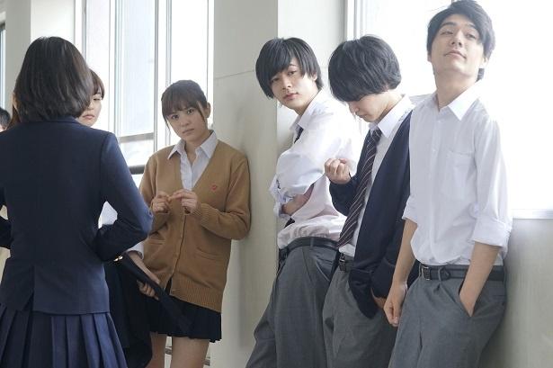 ドラマ、映画と多数の作品に出演し、活躍する成田凌(右から3番目)