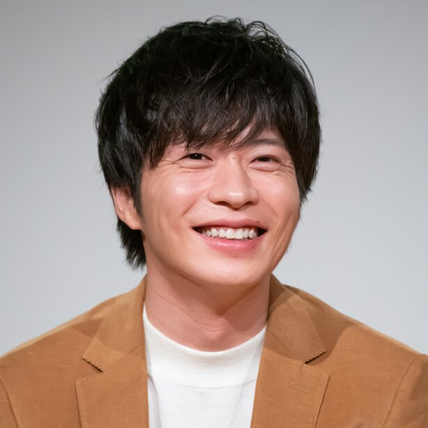 【写真を見る】「獣になれない私たち」完成披露試写会の田中圭、笑顔が素敵…!!
