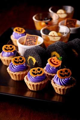 「紫芋のタルト」や「ハロウィンかぼちゃロール」、グラススイーツなどが登場