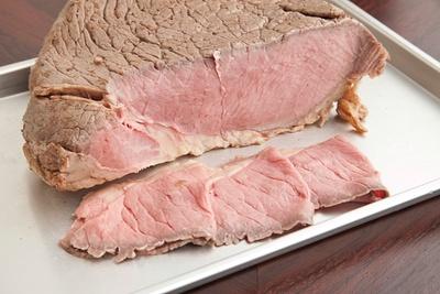 具はローストビーフ。しっとりと柔らかで、噛むほどに肉の味が増していく