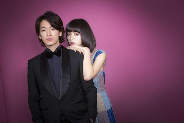 今作が初共演となる佐藤健と池田エライザ