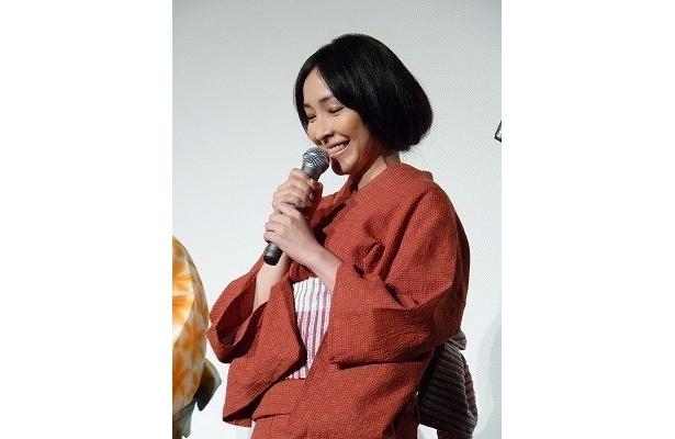 麻生久美子は控えめな色の浴衣で大人の女性の魅力を放つ