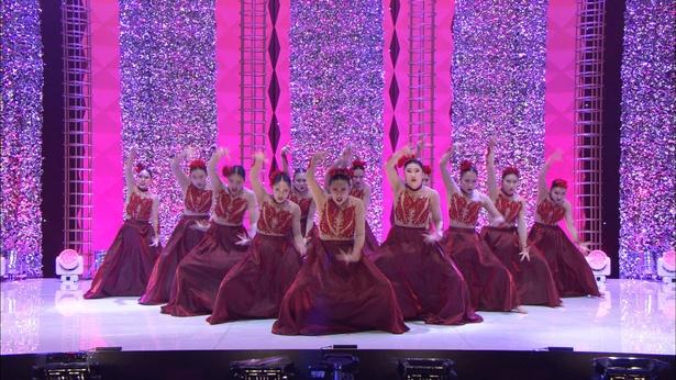 圧巻のパフォーマンスを見せるジャズダンスチーム・Fabulous Sisters