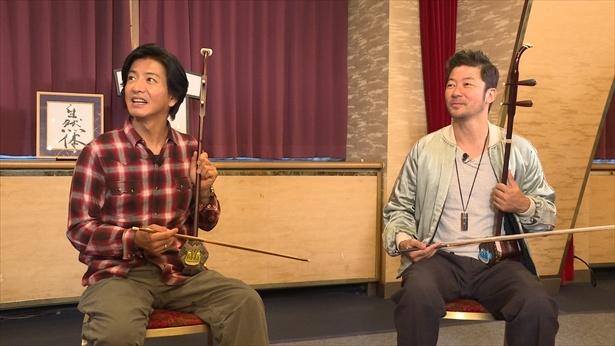 浅野忠信と二胡を「難しい!」と言いつつ弾く木村