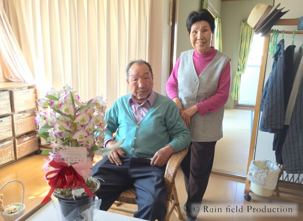 姉・秀子さんに連れられ、福岡の病院の一室を訪問する袴田巖氏