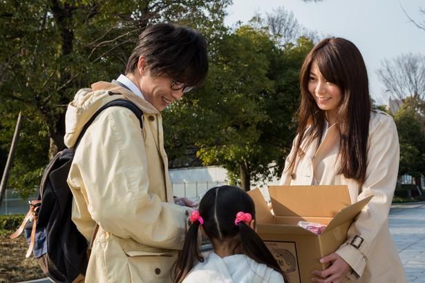 【写真を見る】亡き姉の娘・かりん(岩崎未来)を育てる伊武を演じる田中圭。かりんの前ではパパの顔を見せる