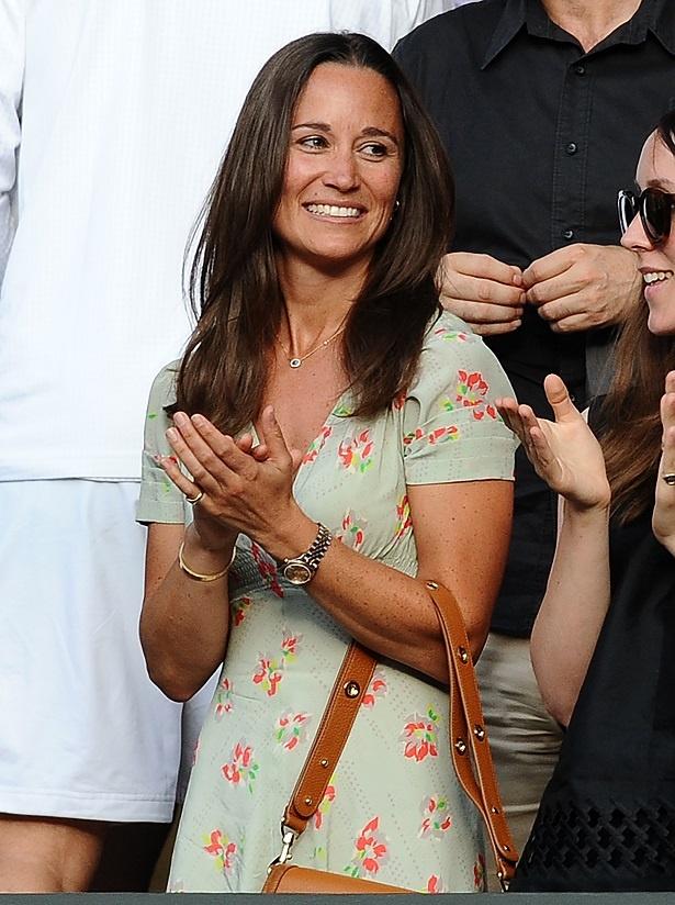 出産直前のキャサリン妃妹、エレガントなグリーンの妊婦ドレスで結婚式に出席!