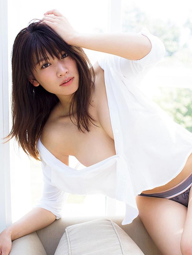 久松郁実は「ファースト写真集では見られない大人っぽさを表現できた」とコメント