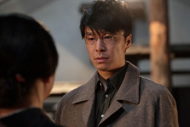 """【写真を見る】福子への""""愛""""を、まっすぐに福子の母に伝える萬平の姿!これはカッコイイ!!"""