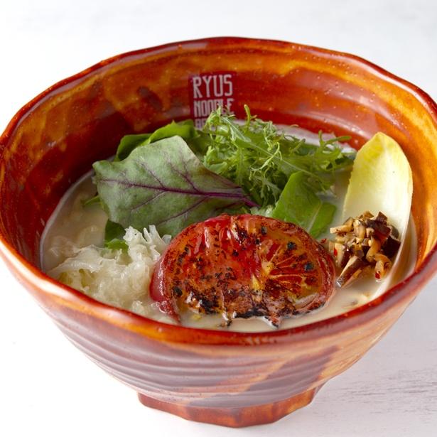 「カリフラワーポタージュのベジ味噌ラーメン」(980円)。スープのベースは、カリフラワーやジャガイモを中心とした野菜をポタージュ状にし、和ダシと豆乳をブレンドした