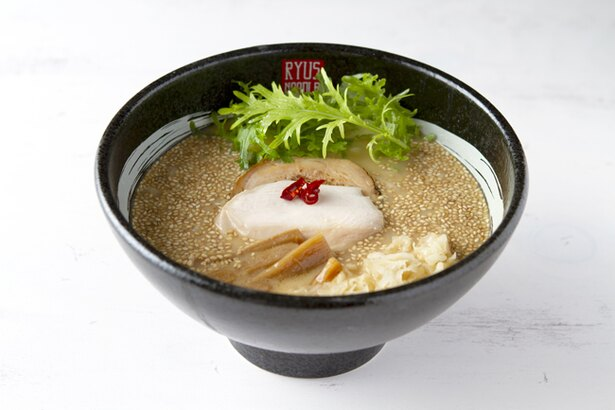 西京味噌をメインに4種類の味噌をブレンドした「西京味噌薫る鶏白湯味噌ラーメン」(950円)