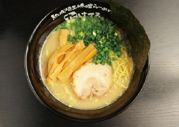 味噌拉麺と食べ比べてみたい「塩とんこつ拉麺」(720円)