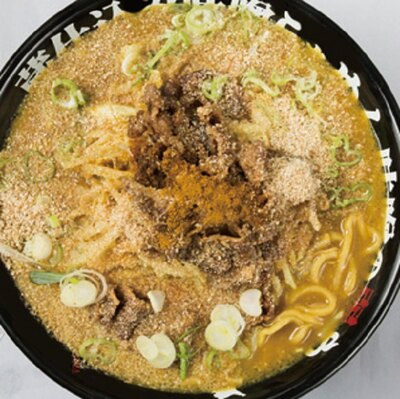 シメはライスを入れて雑炊にするのがおススメ「ゴールドらぁめん」(1080円)