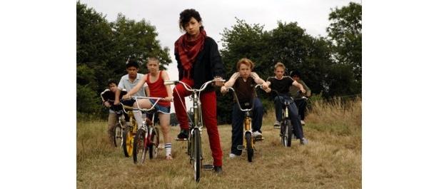 ウィルの映画に参加を名乗り出た少年たち