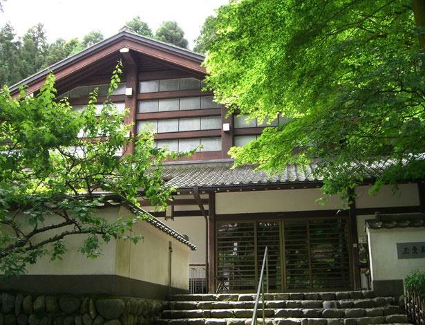 玉堂美術館は、数奇屋建築の名手で芸術院会員の吉田五十八により設計された