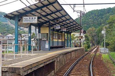 【写真を見る】山間の絶景を堪能できる市原駅/叡山電車きらら(叡山電車鞍馬線)