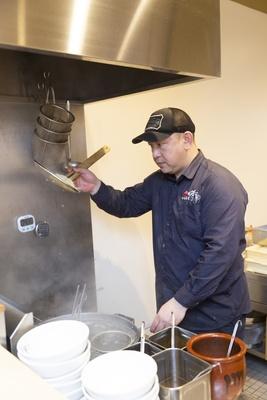 「中華蕎麦 時雨」の大将の中西さん。今回のランキングでは頭一つ抜けた存在に