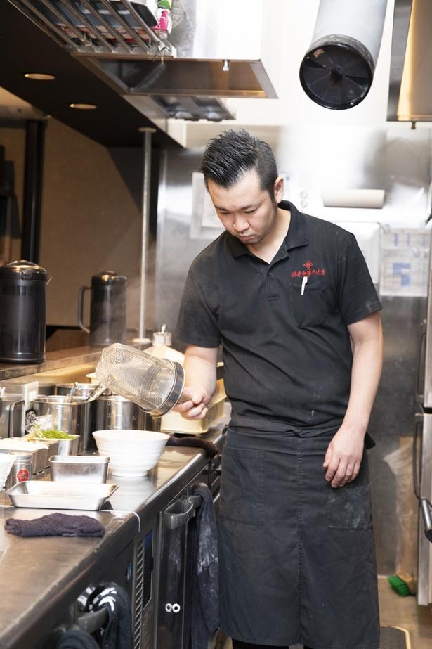 「櫻井中華そば店」店主の櫻井さん。人と違う食材を使用し、巧みに使いこなす実力者だ