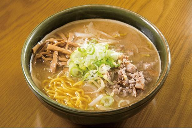 味噌ラーメン(800円)。熱々のスープにしっかりと味噌の味と香りが反映されている