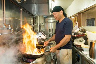 「ラーメン郷」店主の郷さん。札幌味噌ラーメンの名店で修業した店主の腕は別格