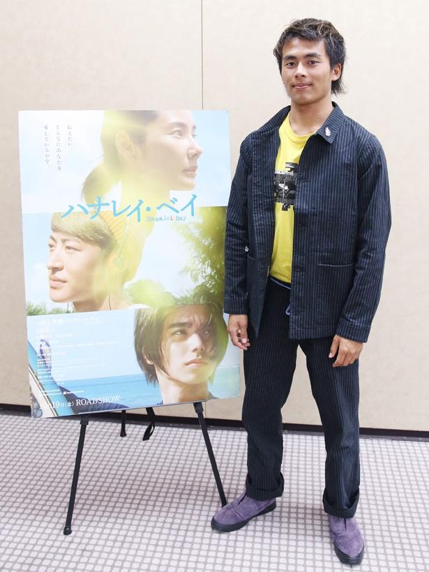 この日は共演キャストや松永大司監督と共にプレミア上映会に登壇。緊張した様子を村上虹郎にいじられていた