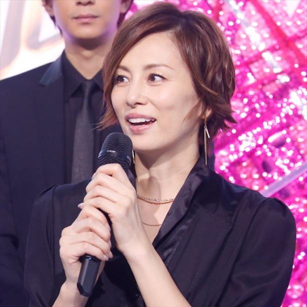 1時間で12着!米倉涼子の豪華衣装に「ファッションショーみたい!」<リーガルV>