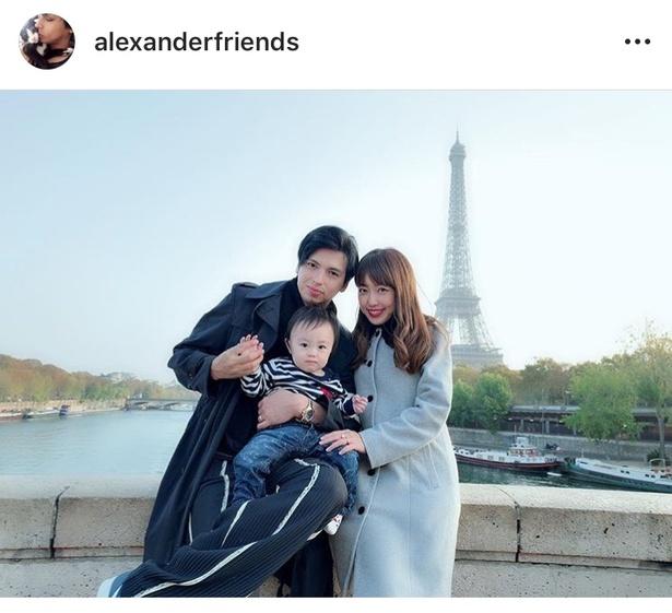 フランス・パリ旅行を満喫中のアレクサンダーと川崎希