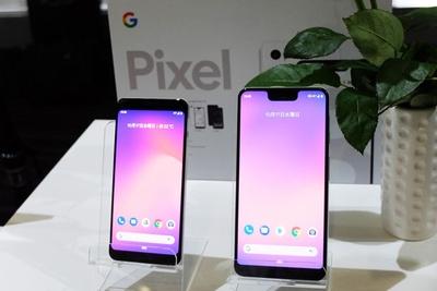 画面サイズ5.5インチの「Google Pixel 3」(左)と6.3インチの「Google Pixel 3 XL」(右)。2機種はバッテリー容量以外、ほぼ性能に差はない