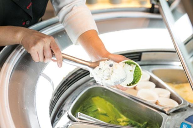 10種の味わいがそろうジェラートコーナーは、行列ができる人気ぶり/大阪マリオット都ホテル ライブキッチン「COOKA」