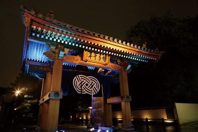 博多旧市街ライトアップウォーク 千年煌夜 / 地上から照明を当て、気品ある雰囲気に