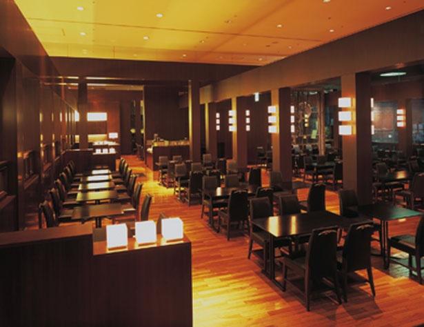 黒を基調としたシックな店内/ホテルグランヴィア京都 カフェレストラン ル・タン