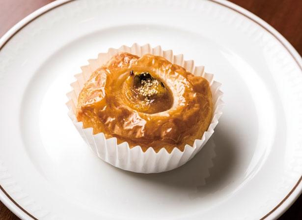 カボチャの自然な甘味とデニッシュの甘さが調和したかぼちゃのデニッシュ。手のひらに収まるミニサイズで食べやすい/帝国ホテル 大阪 ザ パーク