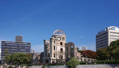 【写真を見る】アーティスト集団「Chim↑Pom」の代表作「ヒロシマの空をピカッとさせる」(2009年)