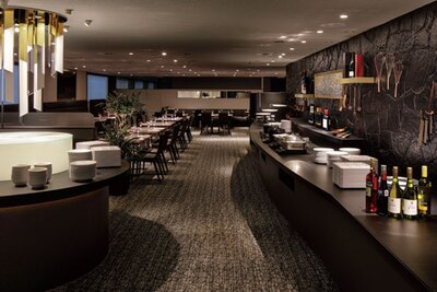 「ハロウィンスイーツビュッフェ」期間中は、シックな店内がハロウィンムード一色に。スタート前から入場ができ、ブッフェ台などの撮影可/リーガロイヤルホテル アネックス リモネ