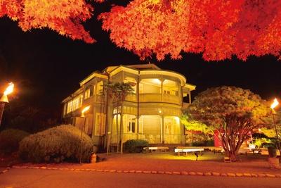 1丁目エリアに立つ重要文化財の西郷從道邸の紅葉も美しい