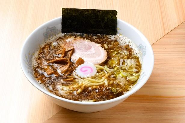 麺のコシを重視し、なめらかな食感の「ラーメン」(750円)