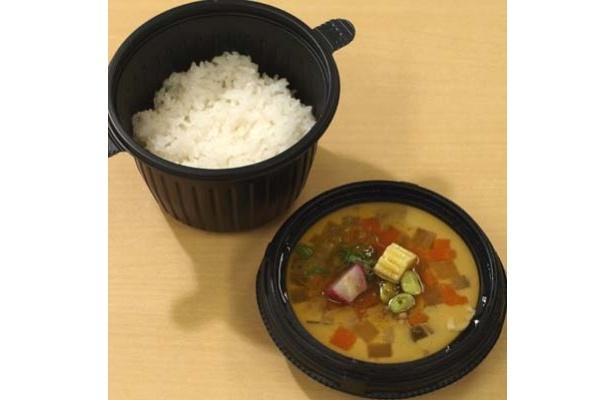 豚汁を茶碗蒸しにしてごはんの上に乗せる「豚汁茶碗蒸し丼」(800円)