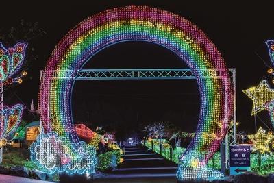 【写真を見る】「虹のゲートとユニコーン」をくぐり、イルミエリアへ