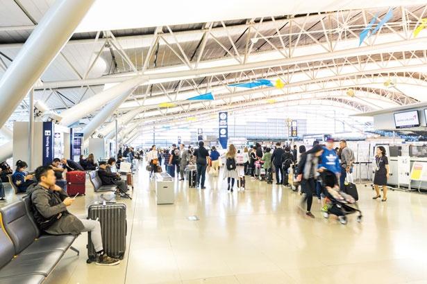 多くの外国人観光客を中心に、今までのにぎわいを取り戻している/関西国際空港