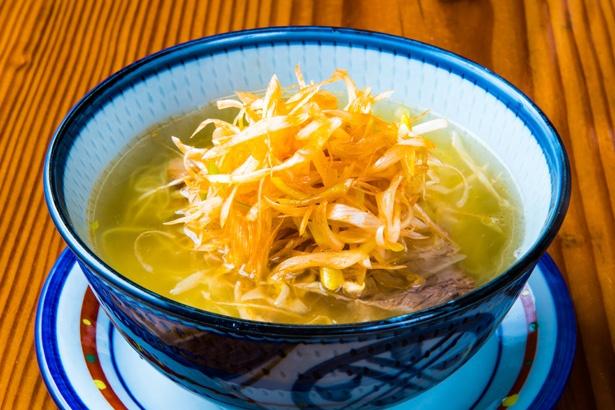 「辛ネギチャーシュー麺」(830円)。丁寧に取った清湯スープに、極細麺がよく合う/「らーめん はなさき家」
