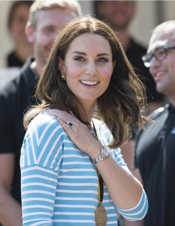 キャサリン妃の母キャロルの服に注目が集まる