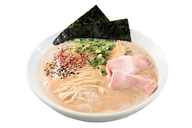 【写真を見る】「麺屋 さくら」の「さくらラーメン」(800円)は、豚肉から取ったスープと和風魚介スープのダブルスープが絶妙