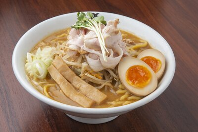「味玉蔵味噌ラーメン」(950円)。小田原産と北海道産の味噌で作るスープは濃厚な旨味が魅力