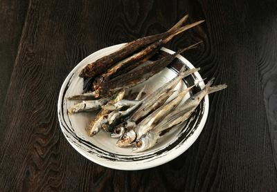 長崎産最上級のアゴ煮干しと焼きアゴ煮干し