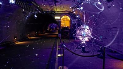昨季のミラーボールを中心としたトンネルライトアップの様子。今回は木彫りのランプなどを設置し、草木や星といった柄の光で約300メートルのトンネル内を照らす