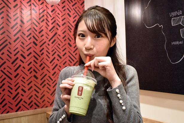 「抹茶 スムージー(M・ミルク フォームトッピング)」(670円)もいただきます!