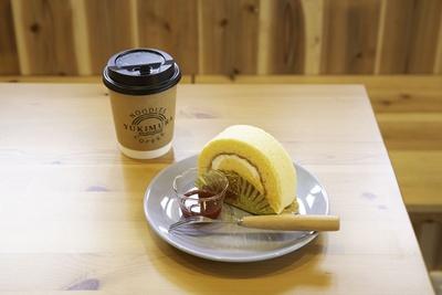 「ロールケーキセット」(450円)。ケーキは「鎌倉小川軒」のものを使っている